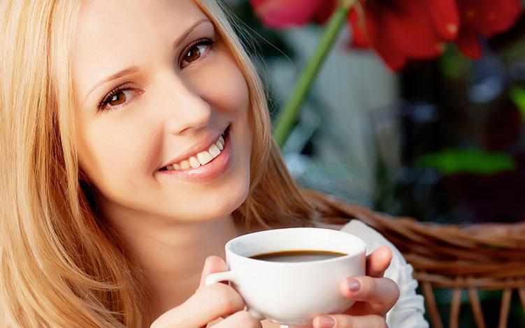 Cafeína: conheça os benefícios na redução de medidas e celulite
