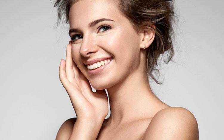 Pele Oleosa: dicas para ficar maquiada e protegida todos os dias