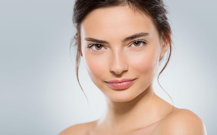 Cuidados com a pele antes e após a maquiagem