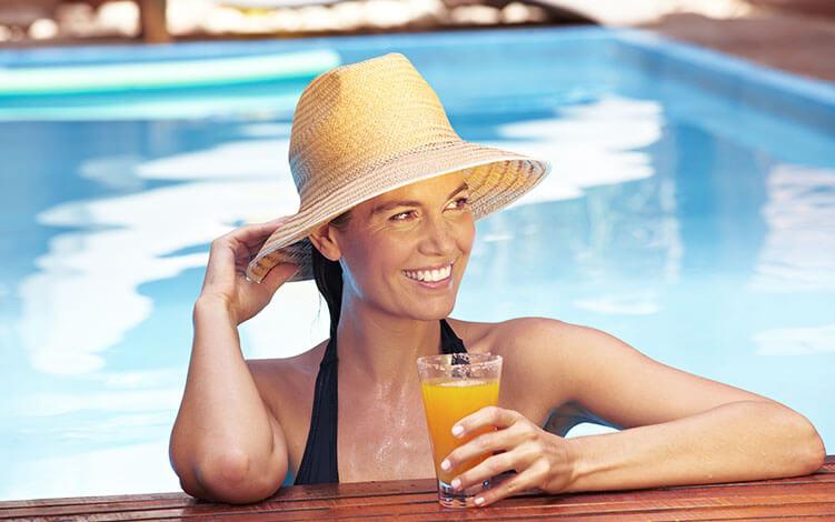 Filtro solar e Vitamina C: aliados contra os efeitos do sol na pele