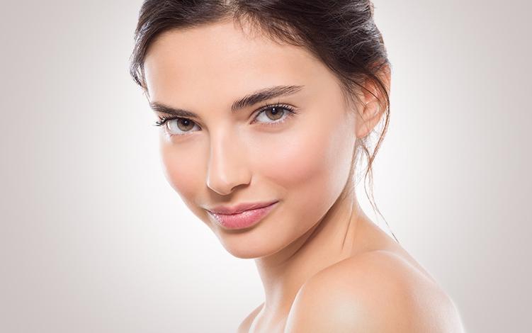 Olheiras: veja como a Vitamina C e outros ativos tratam e clareiam a região dos olhos