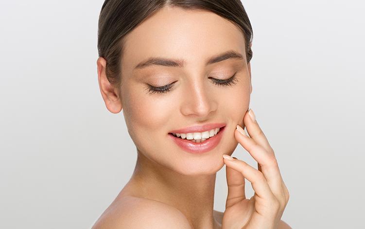Vitamina C e Ácido Hialurônico no combate ao envelhecimento da pele