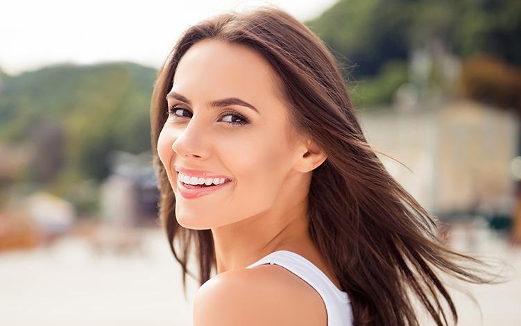 Cuidados para revitalizar a pele pós-verão com peeling e Vitamina C