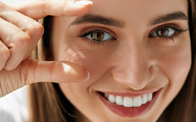 Dicas para prevenir e amenizar os sinais de envelhecimento na área dos olhos com Vitamina C