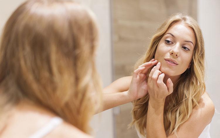 Uma seleção de 4 dicas poderosas para tratar manchas na pele