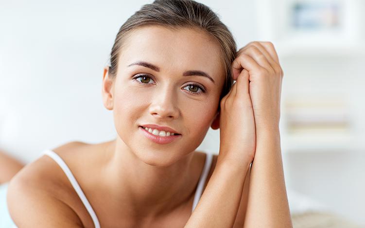 Reduza as manchas na pele e os sinais da idade com peeling