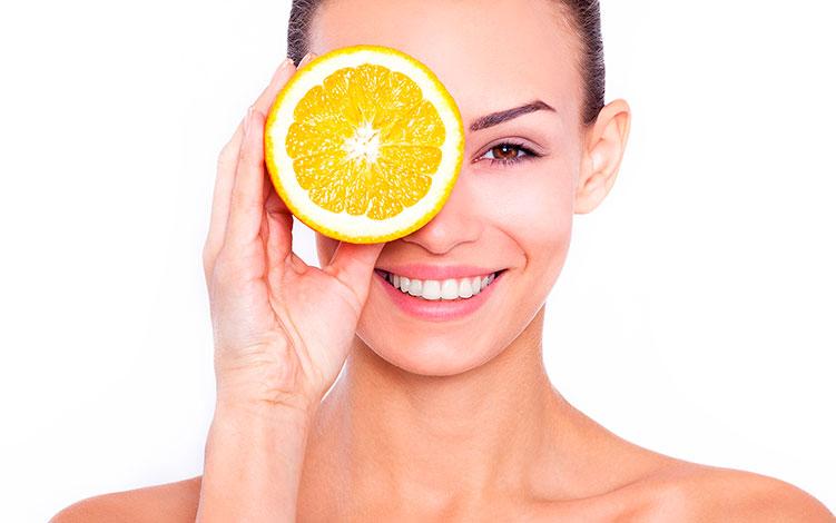 Vitamina C: potencialize seu tratamento anti-idade com esse ativo!