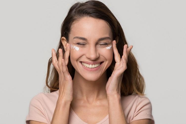 Rotina de cuidados com a pele: passo a passo - Beleza com Saúde