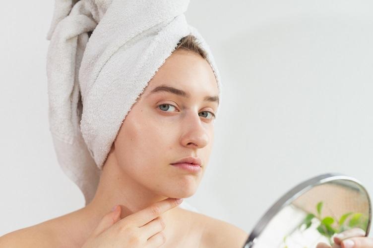 Ácido Salicílico: o que é, como usar e benefícios para pele acneica e oleosa