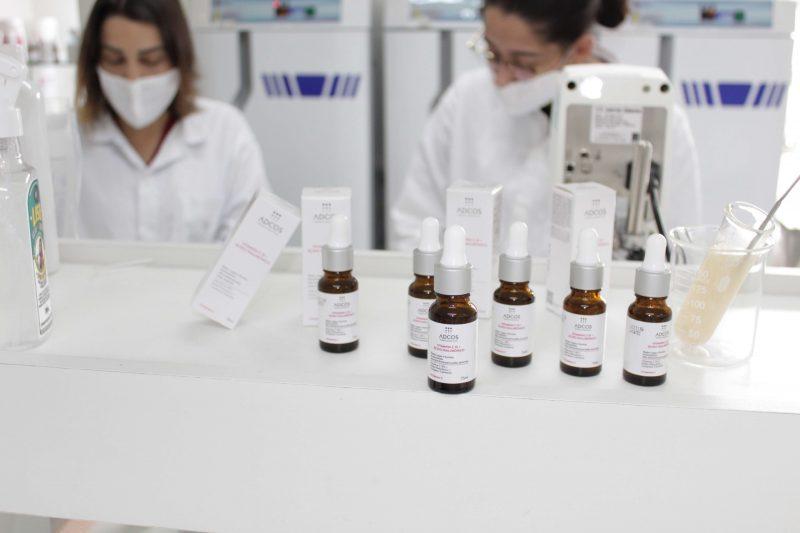 ADCOS apresenta tecnologia anti-idade - Vitamina C 15 + Ácido Hialurônico